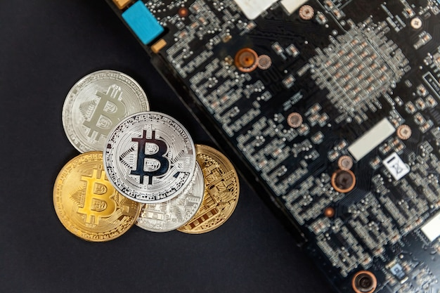 Bitcoins는 비디오 카드, 채굴 개념에 있습니다.