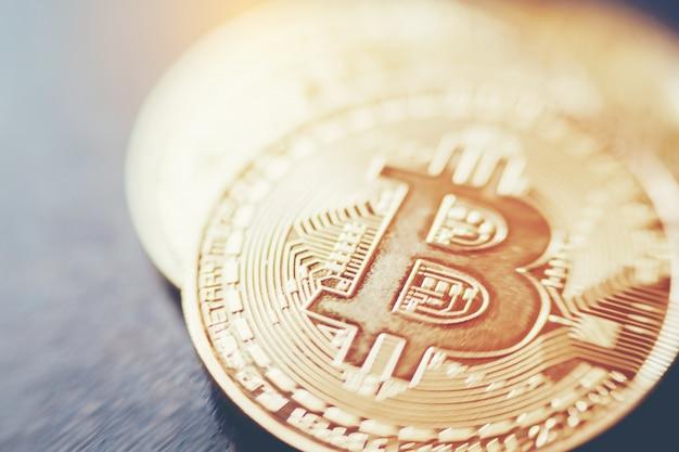 Bitcoinsは新しい仮想マネーを青い背景にします。