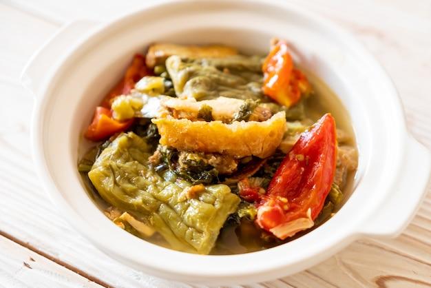 Горький суп из тыквы и консервированной горчицы со свининой