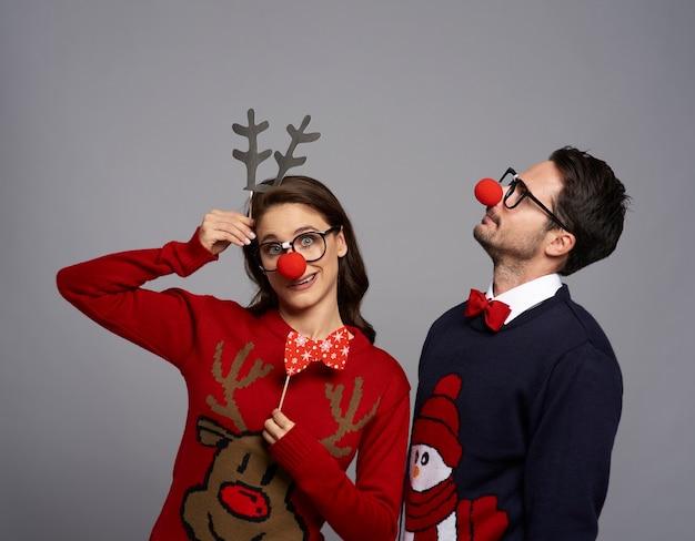 크리스마스 시간에 기괴 한 커플