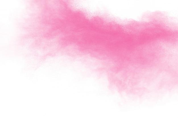 ピンクのパウダーの奇妙な形が白い背景の上に飛び散ります。