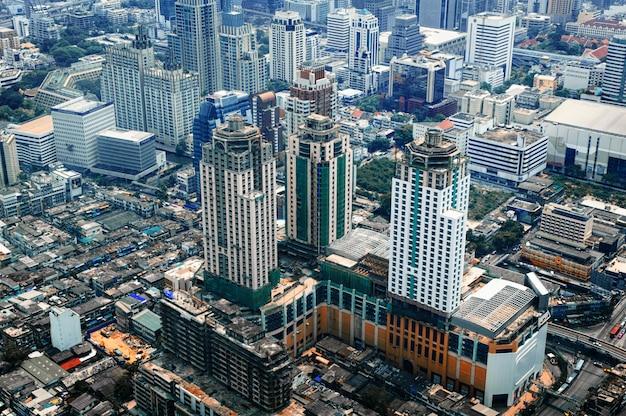 バンコク近代的なオフィスビル、バンコク市、bkk、タイのマンションの空撮