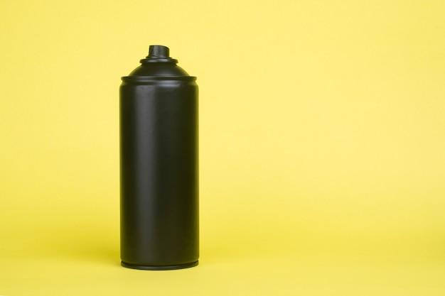 黄色の黒いエアゾール缶