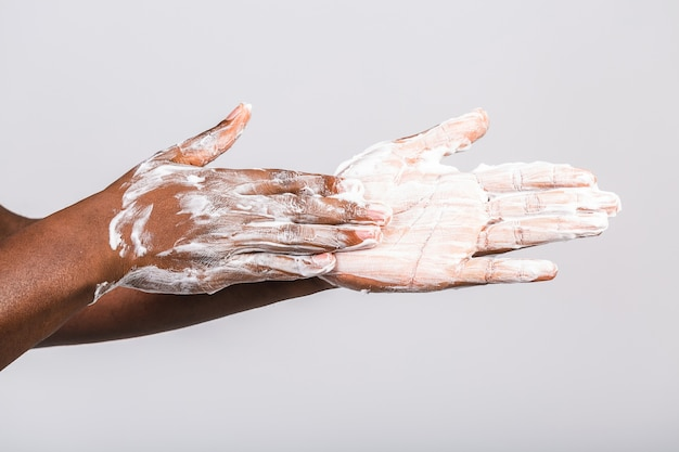 手を洗う黒人アフリカ系アメリカ人