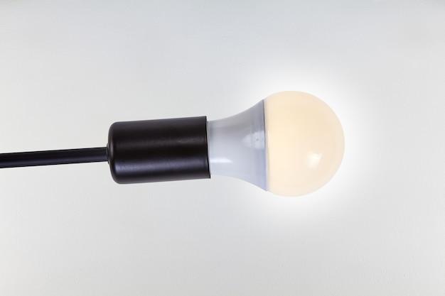 Ledライトランプ付きの黒いアルミニウム天井電球ホルダー。
