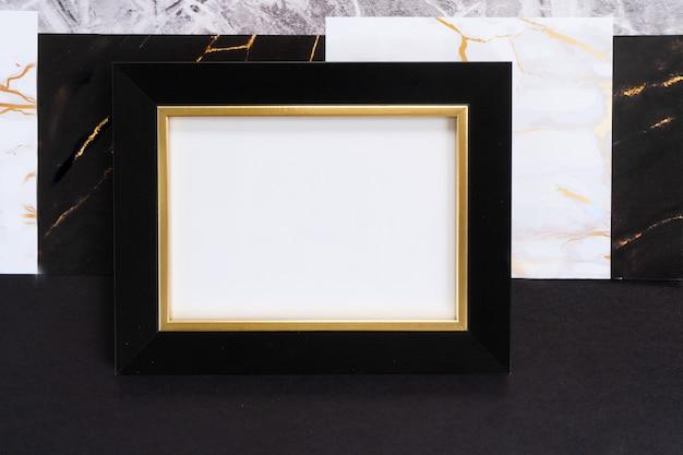 黒と金のモックアップフレーム、20年代のアールデコ様式