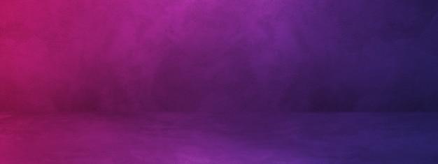 Черный и фиолетовый бетонный интерьер фон баннера.