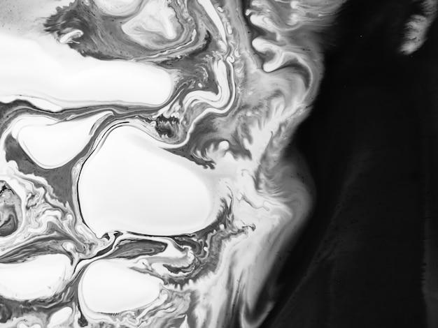 창의적인 디자인을위한 추상 유기적 형태로 흑백 아크릴 페인트 텍스처