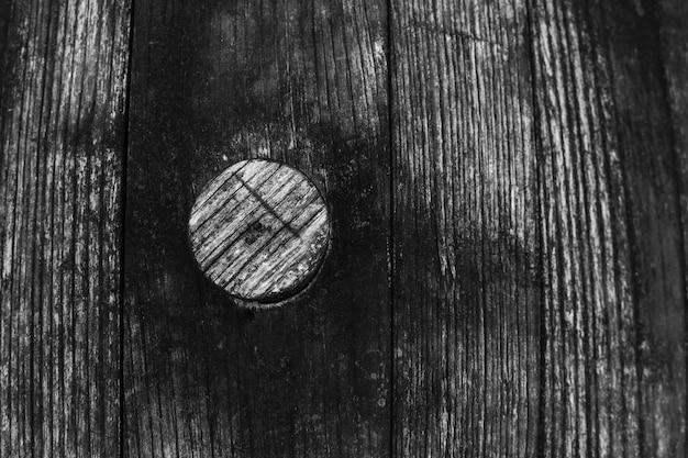 黒と白の古い老化した木製の樽のテクスチャ