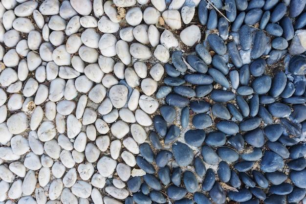 黒と白の小石