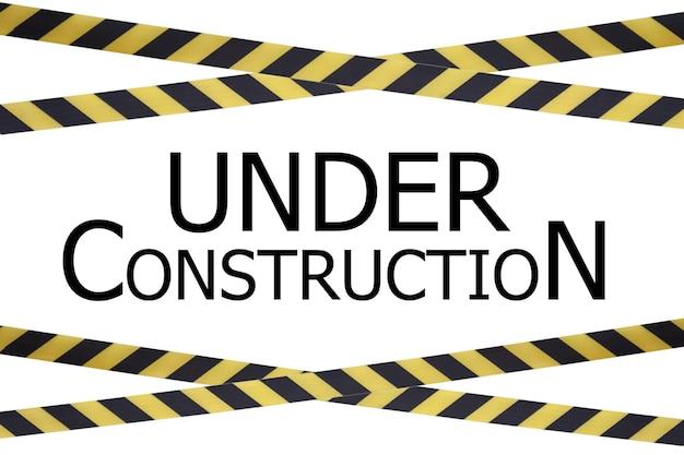 Черные и желтые полосы барьерной ленты с заголовком «в стадии строительства». лента на белом изоляте. барьер, запрещающий движение. предупреждающая лента. предупреждение об опасной опасной зоне: не входить. концепция запрета на въезд