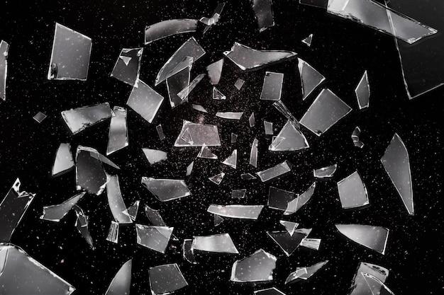 ミラーの破片の黒い背景