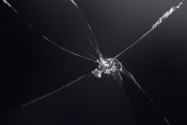 Sfondo nero con texture di vetro rotto