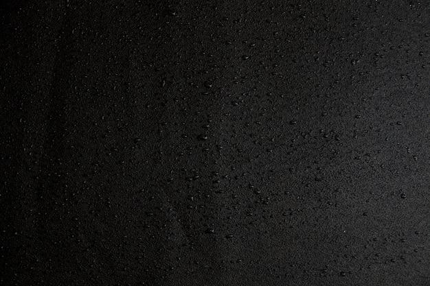 Черный фон с каплями воды