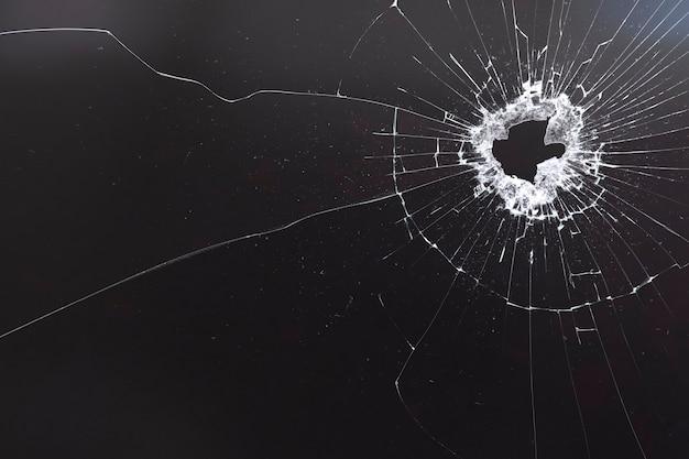 Черный фон с текстурой разбитого стекла