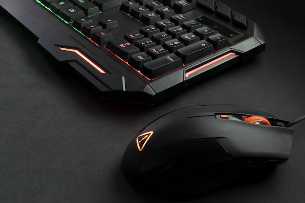 검은 색 백라이트 게이밍 키보드 및 게이밍 마우스
