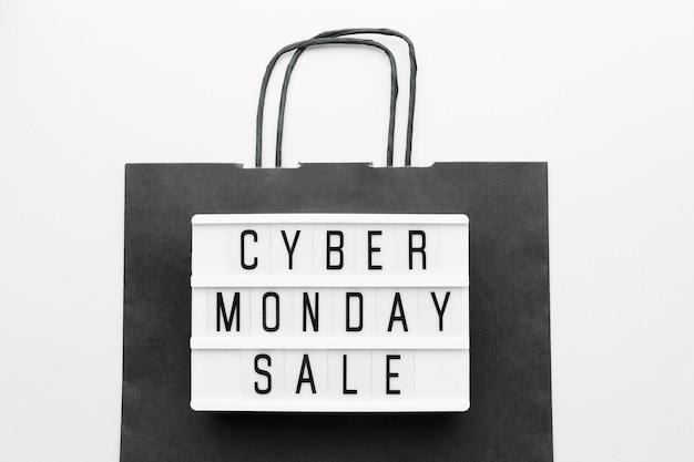 Черная сумка cyber monday concept