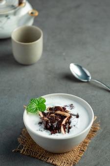 Piatto da dessert dolce di fagioli neri