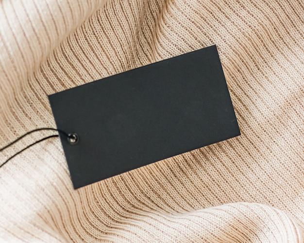 Черный пустой ценник на одежду