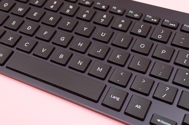 タブレットまたはpc用の黒のbluetoothキーボード
