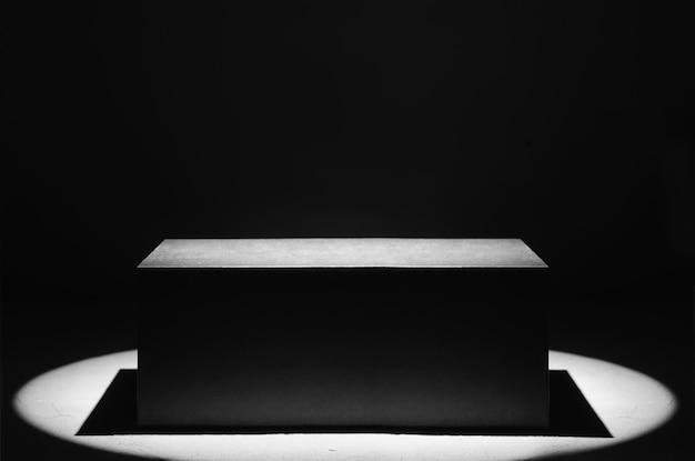 Черный ящик с прожектором