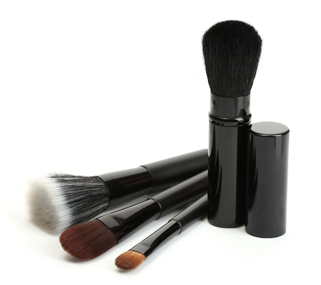 白で隔離される化粧のための黒いブラシ