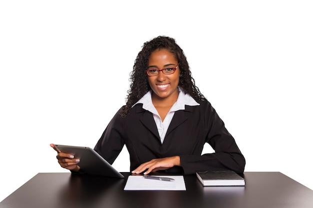 절연 디지털 태블릿 흑인 사업가
