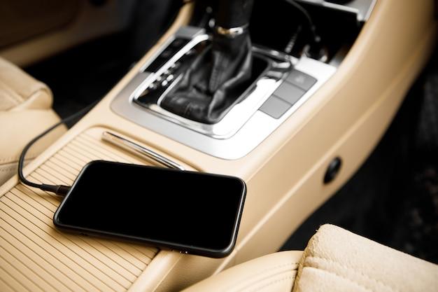 Держатель для смартфона black car