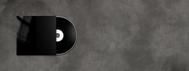 Черная этикетка cd - dvd и крышка изолированы на горизонтальном бетоне