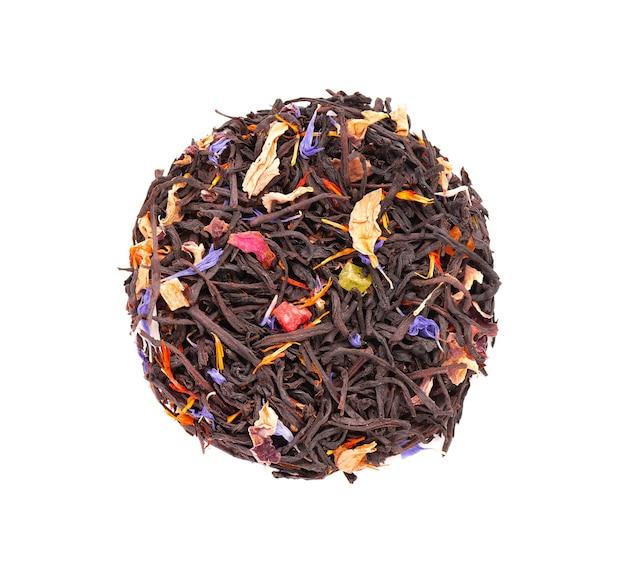 설탕에 절인 과일, 사프란, 장미 및 수레 국화 꽃잎을 곁들인 블랙 실론 차