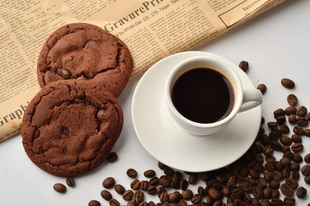 블랙커피와 초코칩 쿠키