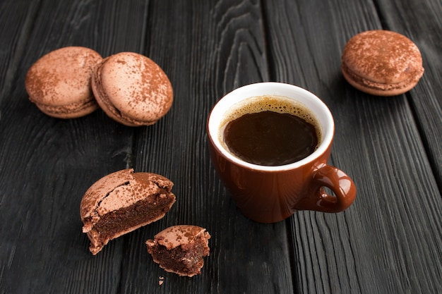 Black coffee in the brown cup  and chocolate macaroons