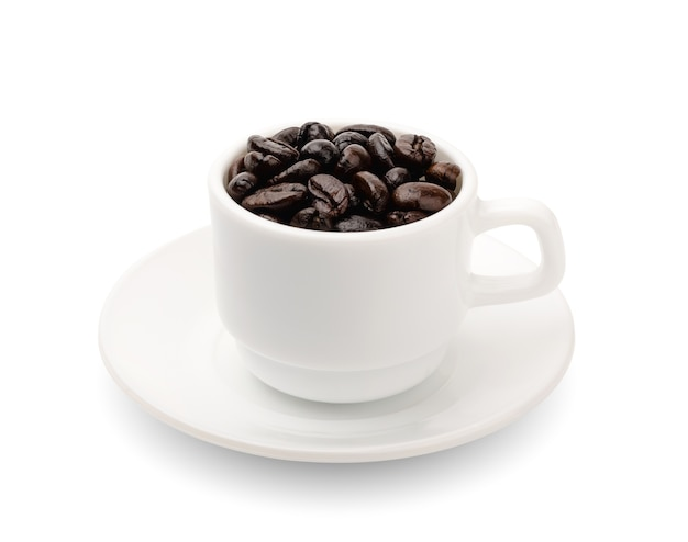 分離されたカップのブラックコーヒー粒