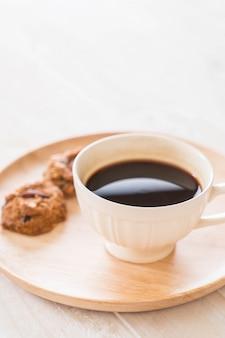 Черный кофе с печеньем