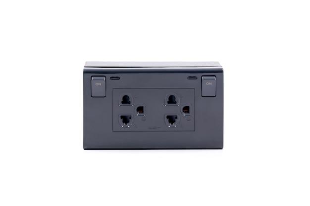 白地に隔離されたオンオフスイッチ付きの黒い色の壁コンセントac電源プラグソケット。