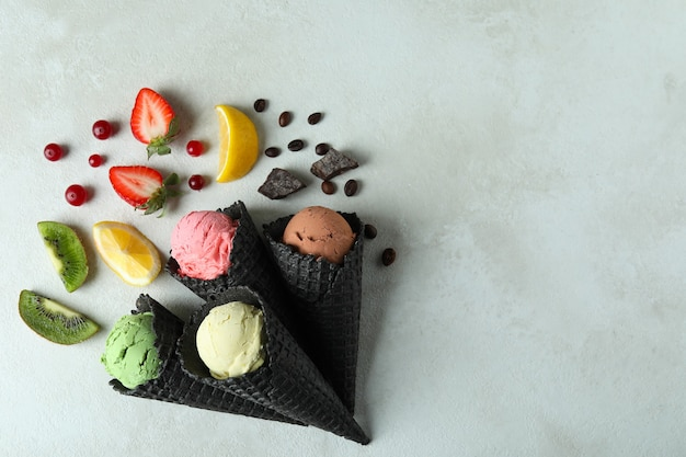 아이스크림 및 재료 흰색 질감에 검은 콘