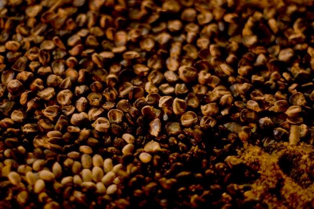 死んだ日の黒いトウモロコシ提供