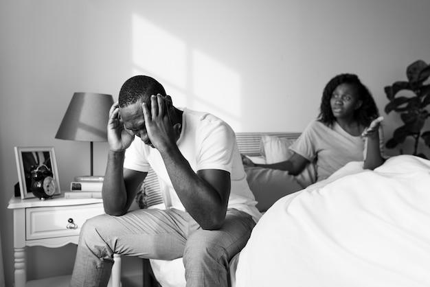논쟁을 벌이는 흑인 커플