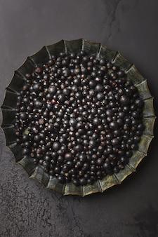 黒スグリ。スグリの大皿。