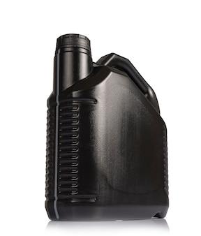 白い背景の上の黒いディーゼル油缶