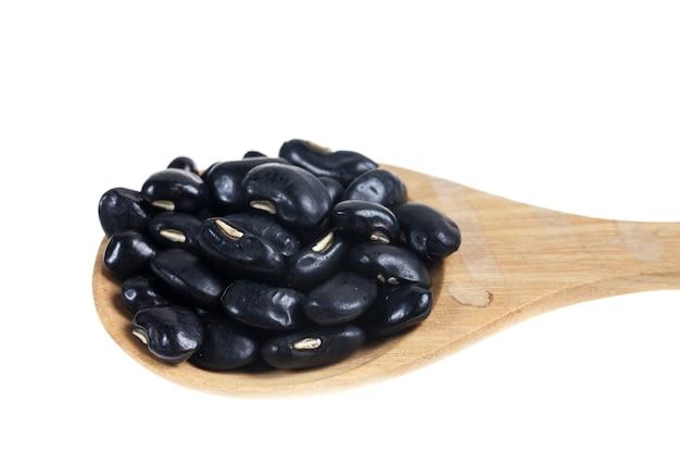 흰색 바탕에 나무로 되는 숟가락에 블랙 아이드 피스.