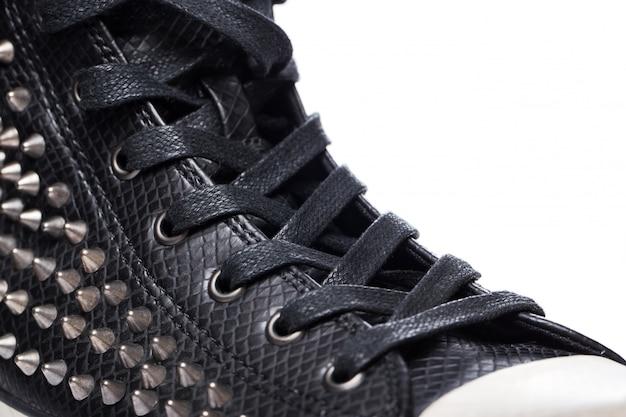 黒のファッションの半靴