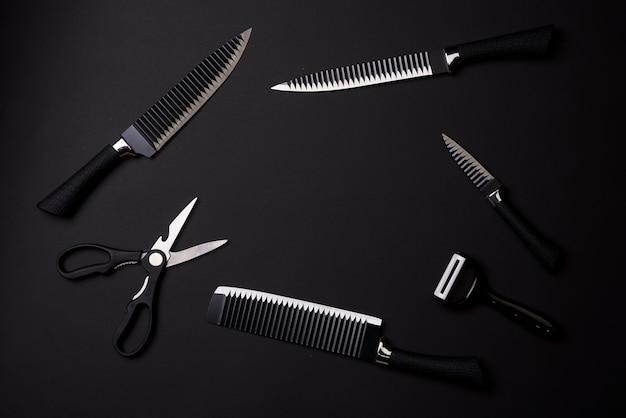ブラックフライデーのコンセプト黒の背景に黒のナイフのキッチンセットシャープナイフキッチンスライサー...