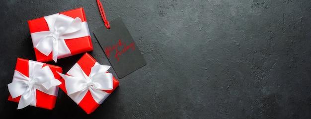 검은 금요일-태그에 필기 비문.