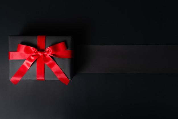 ブラックフライデーセール、オンラインショッピング用のブラックギフトボックス