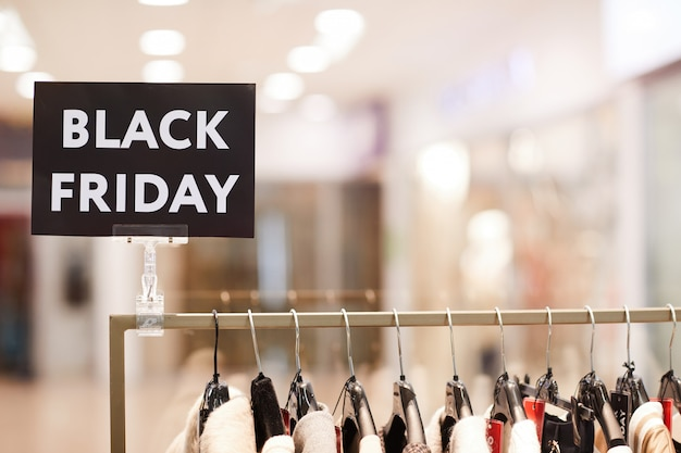 Черная пятница распродажа в бутике одежды