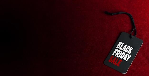 濃い赤の背景にブラックフライデーセールラベル