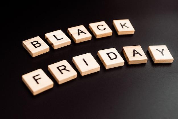 검은 금요일 판매 쇼핑 스크래블 개념