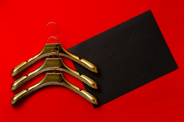 Черная пятница, с вешалками для одежды,