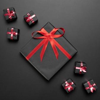 Composizione di regali neri per venerdì nero